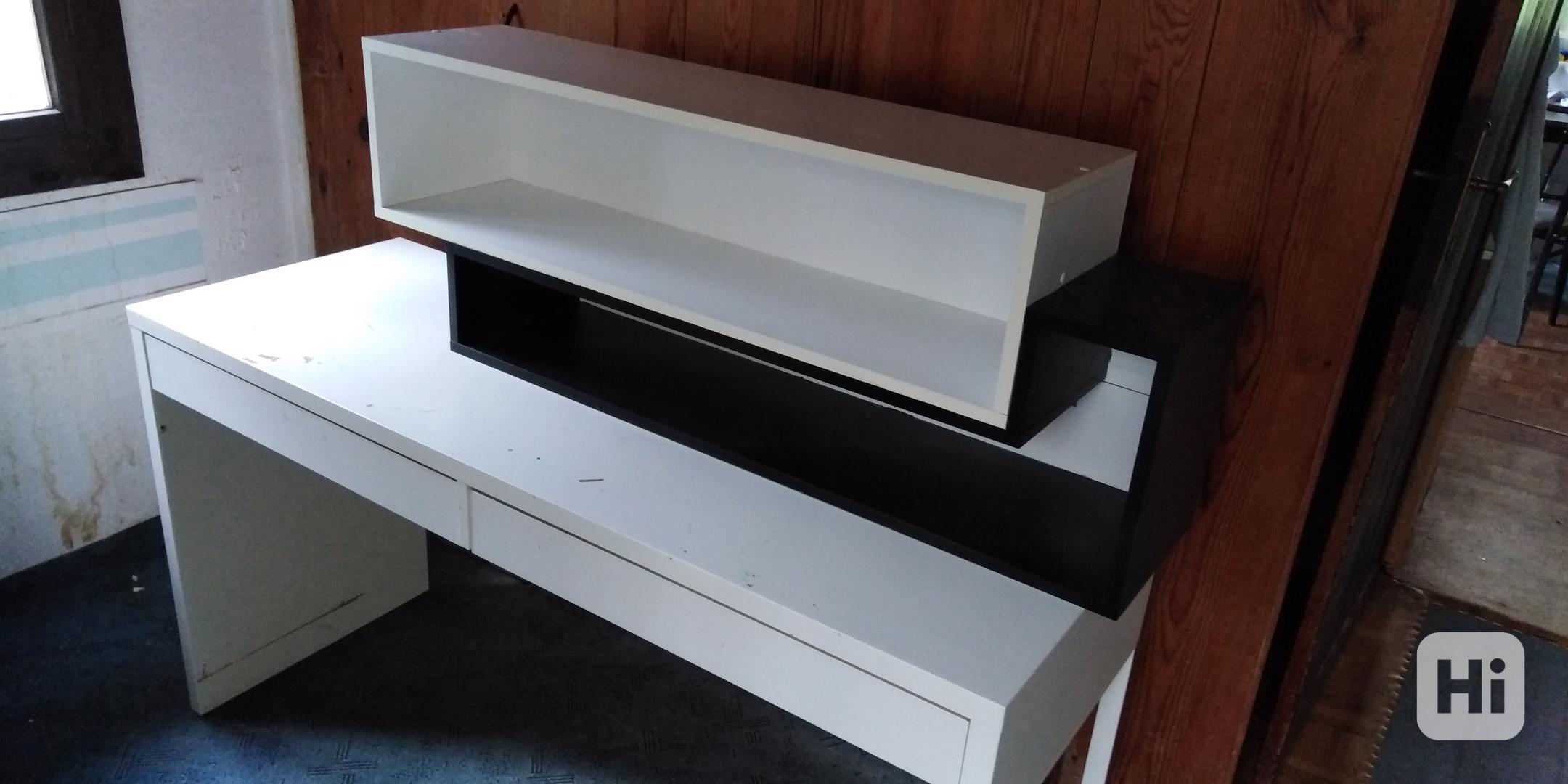 Dětský psací stůl a dvojitá polička - foto 1