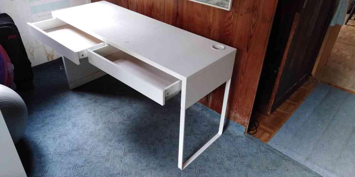 Dětský psací stůl a dvojitá polička - foto 6