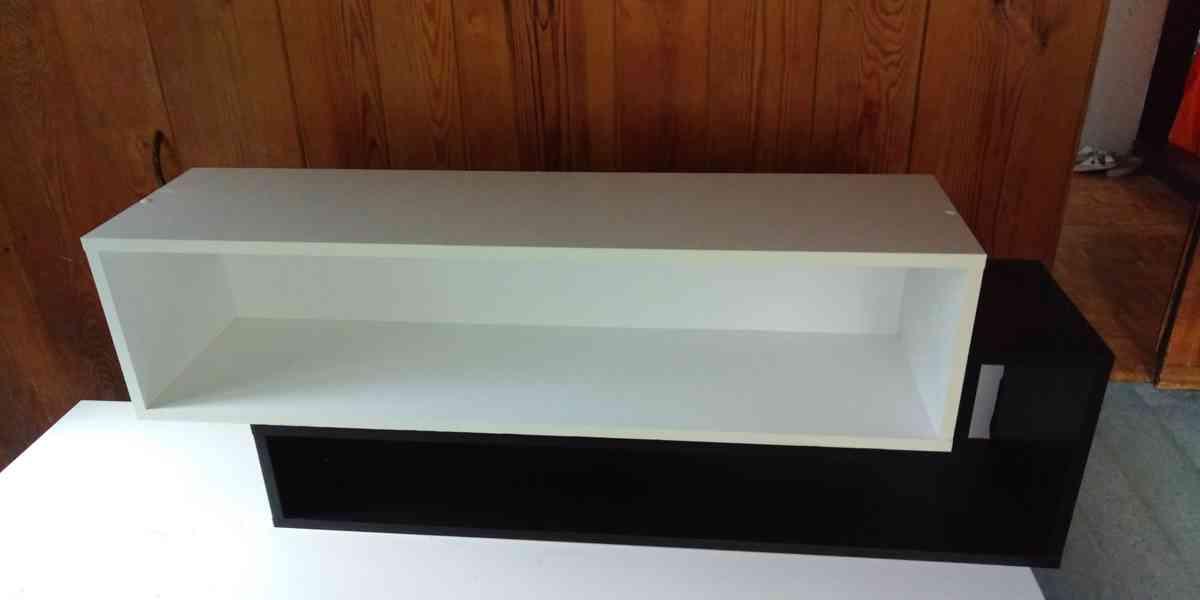 Dětský psací stůl a dvojitá polička - foto 3