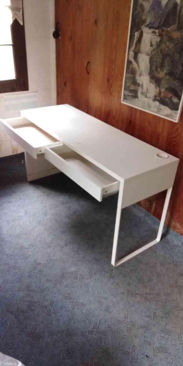 Dětský psací stůl a dvojitá polička - foto 5