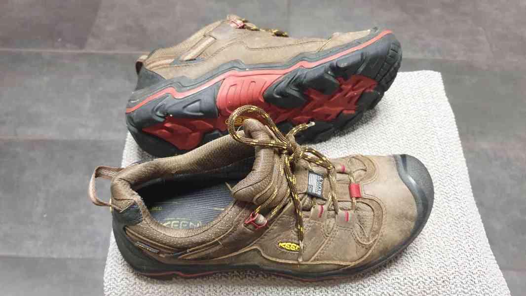 prodej pánských outdoorových bot Keen