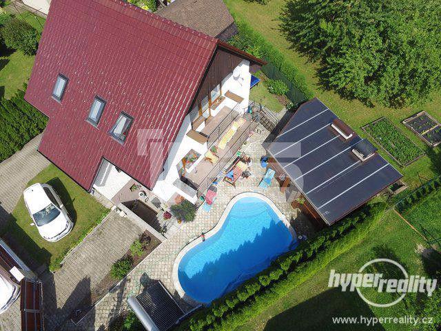 Třebovice - okr.UO - prodej luxusního domu 7+1 s venkovním bazénem, dvougaráží a altánem - foto 1