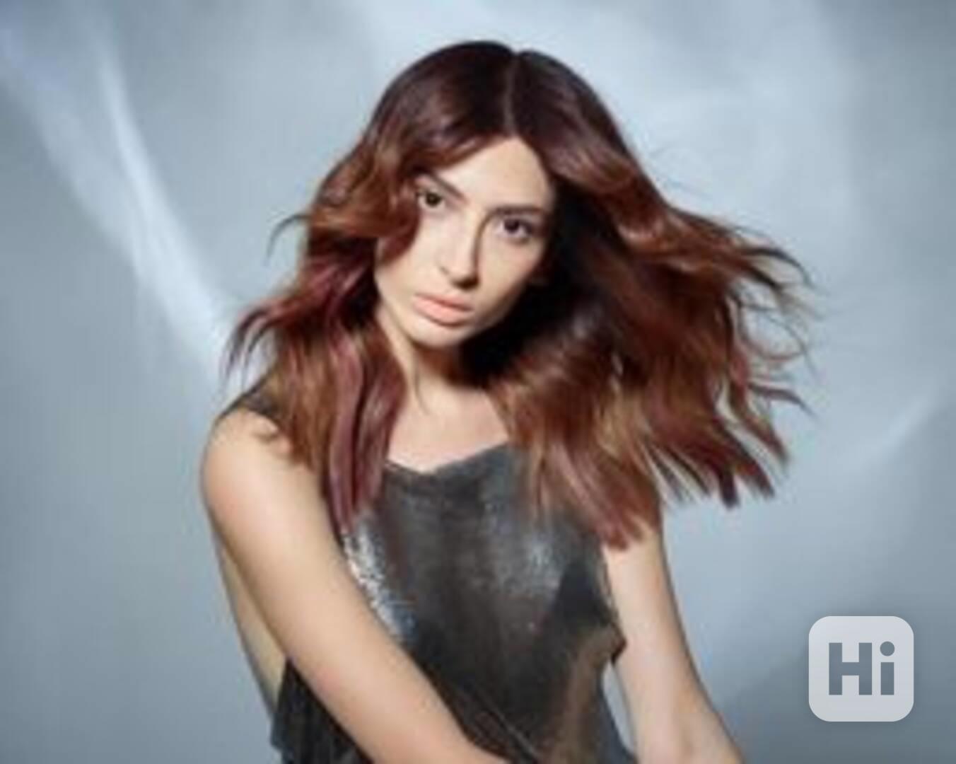 Vlasová modelka  - foto 1