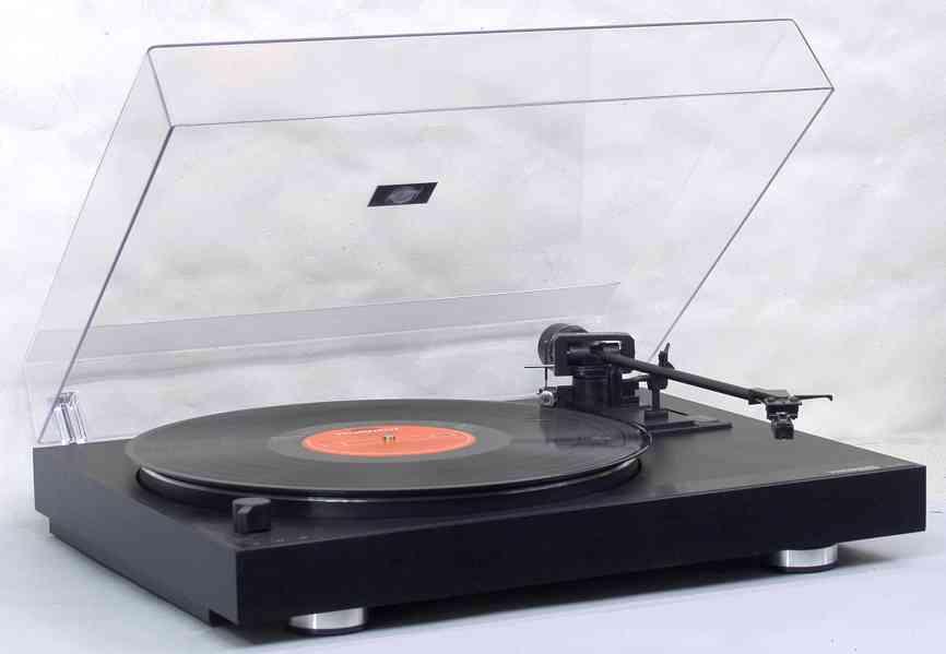 Poloautomatický gramofon THORENS