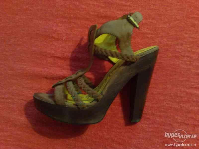Prodám dámské páskové boty