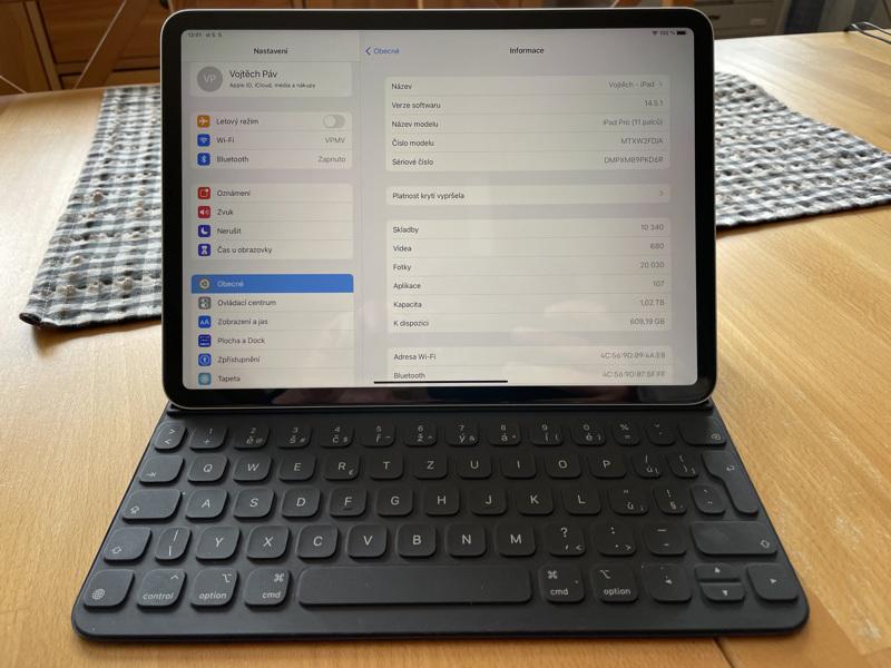 iPad Pro 11 (2018), 1TB, Wi-Fi + klávesnice