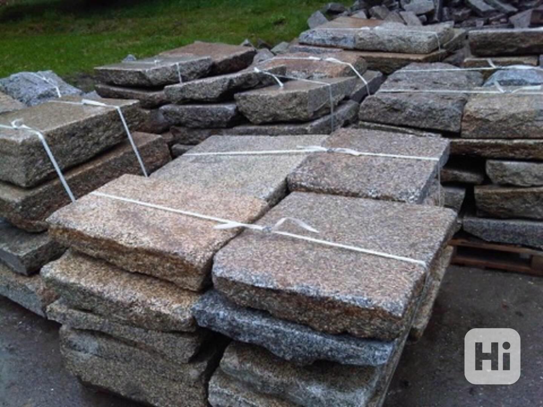 Kamenná dlažba, zápražáky, šlapáky - foto 1