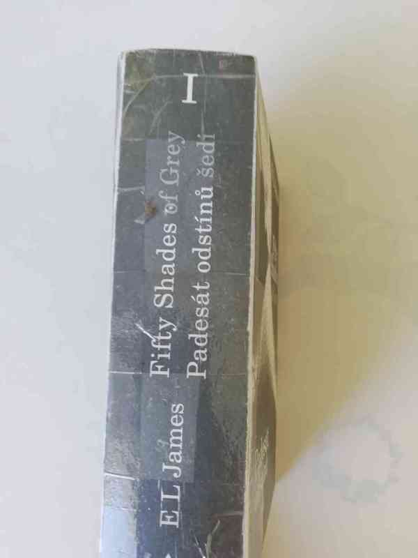 Padesát odstínů šedi (E. L. James) - foto 2