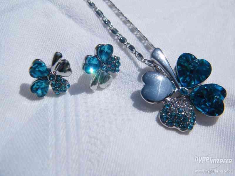 SADA: řetízek a náušnice čtyřlístek (světle modrý)