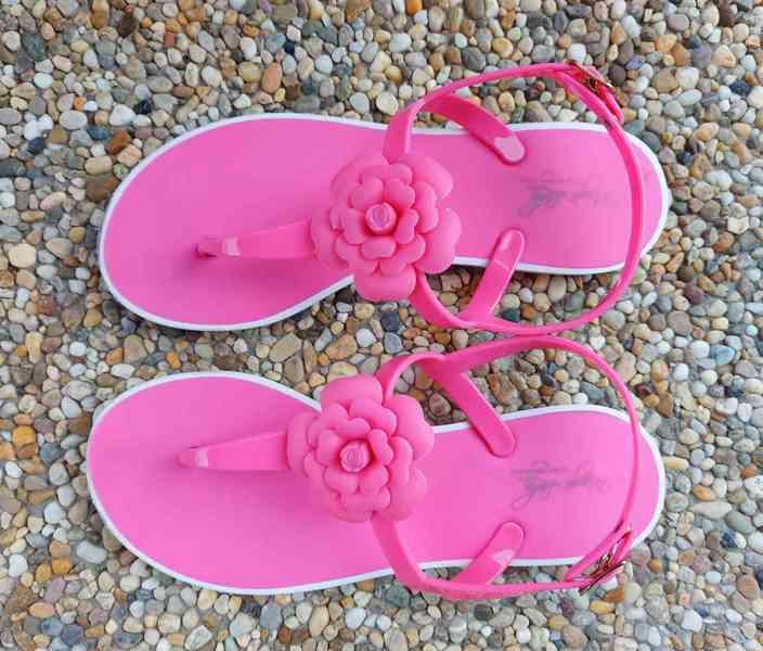 Krásné gumové sandálky, vel. 35