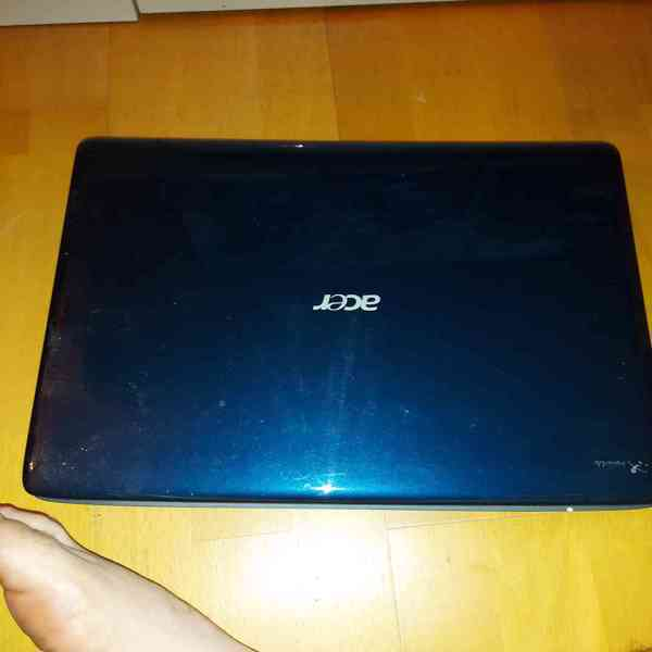 Obří notebook Acer