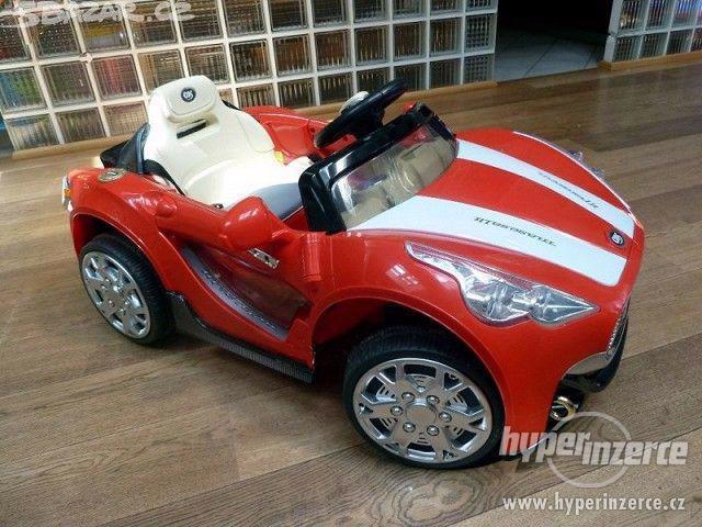 Nové dětské elektrické autíčko - červený sporťák.