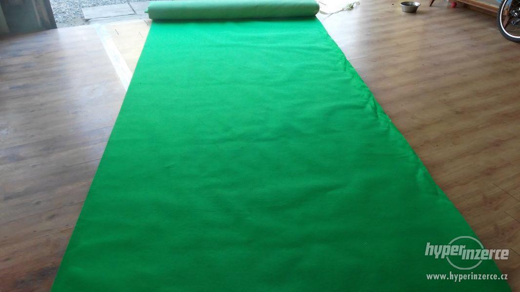 Obkladový,výstavní koberec - zelený - foto 1
