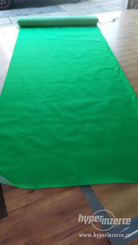 Obkladový,výstavní koberec - zelený - foto 2