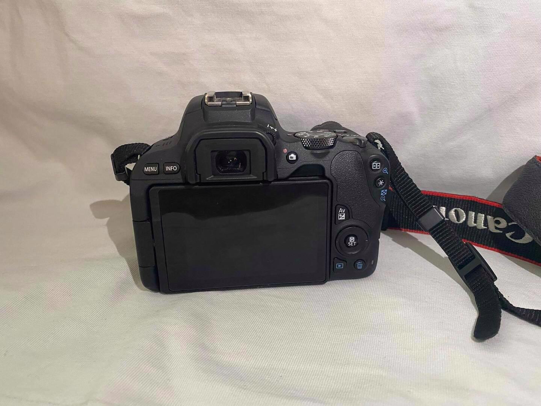 Prodám Canon EOS 200D - foto 1