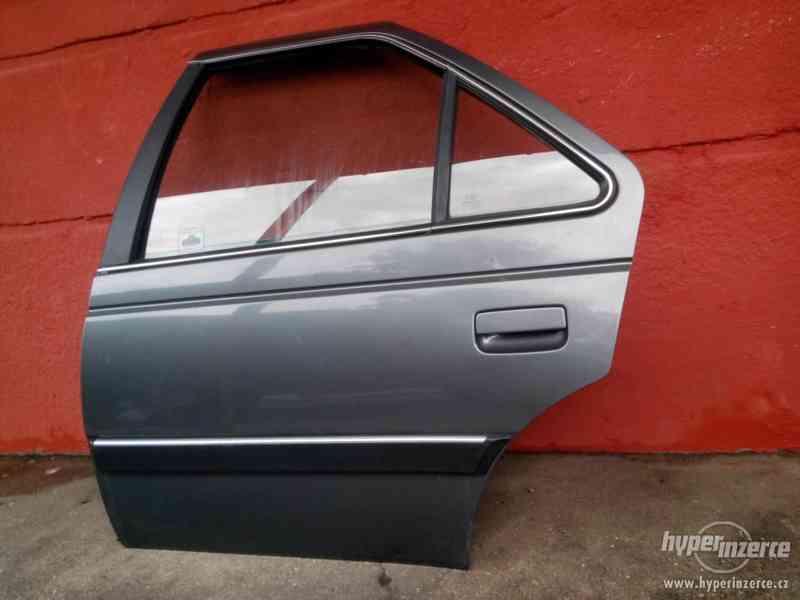 Dveře levé zadní Peugeot 405 - komplet - foto 1