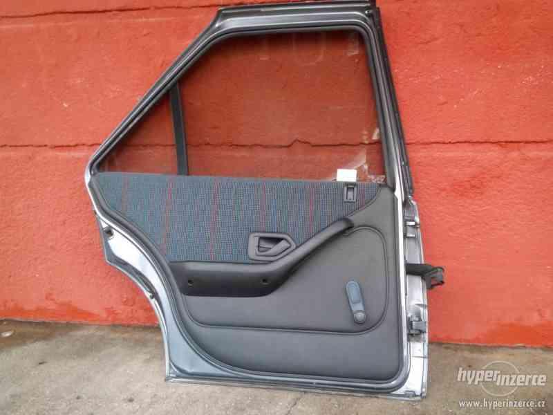 Dveře levé zadní Peugeot 405 - komplet - foto 2