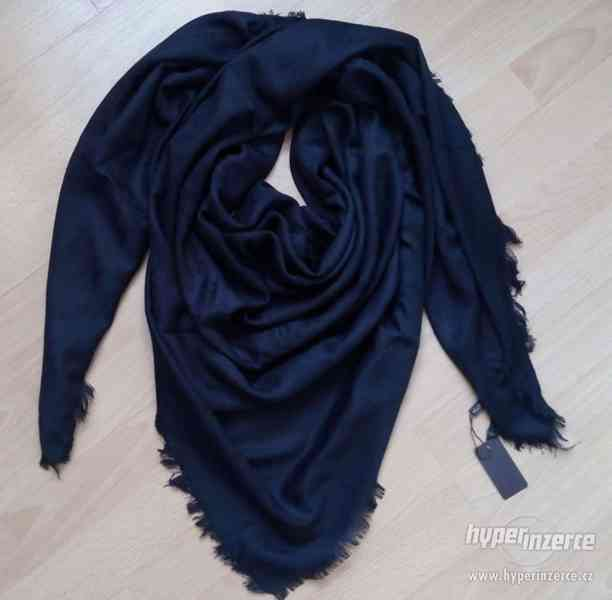 Černý šátek / pléd Louis Vuitton (LV)