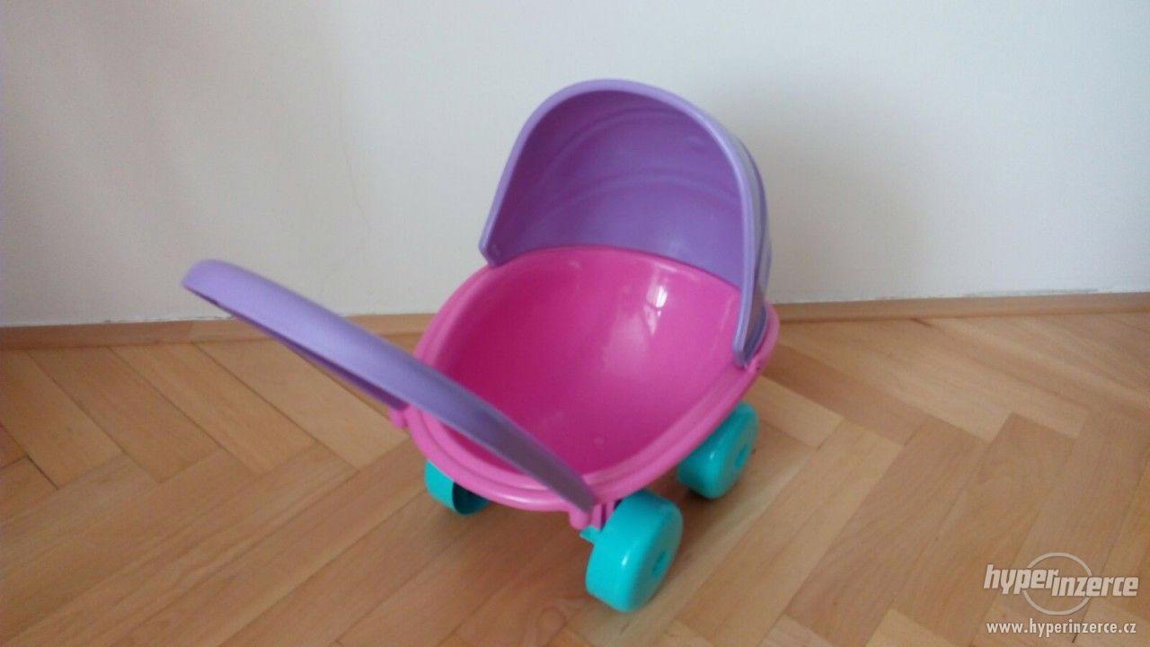 Dětský plastový kočárek pro panenky - foto 1