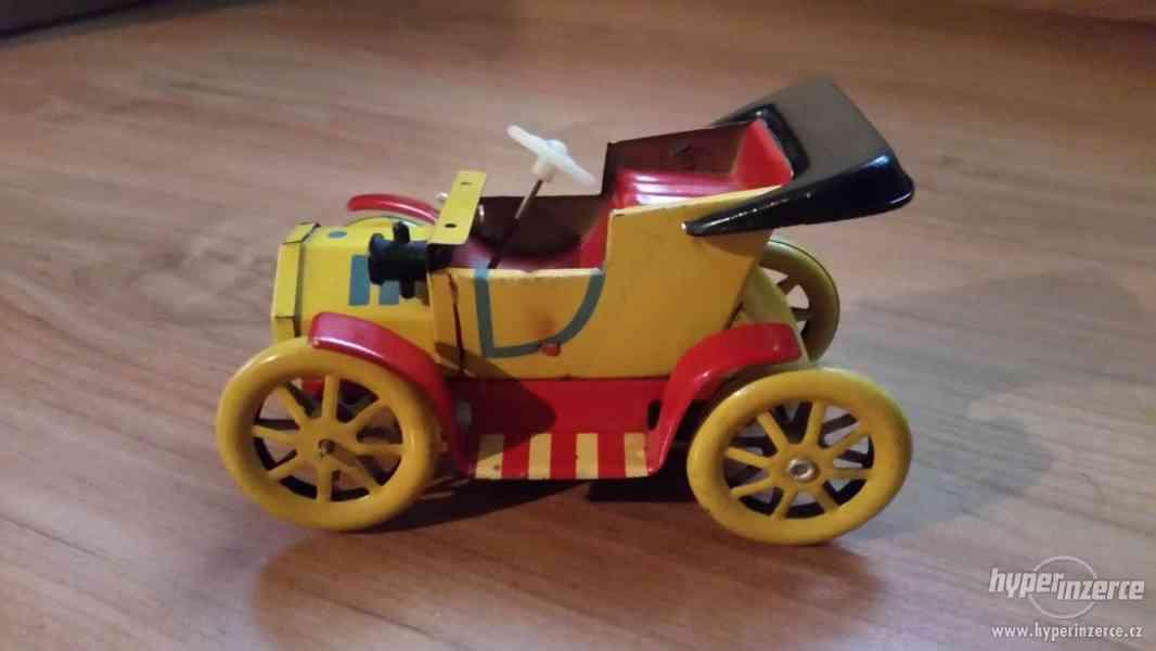 Staré plechové autíčko - veteránek - foto 1