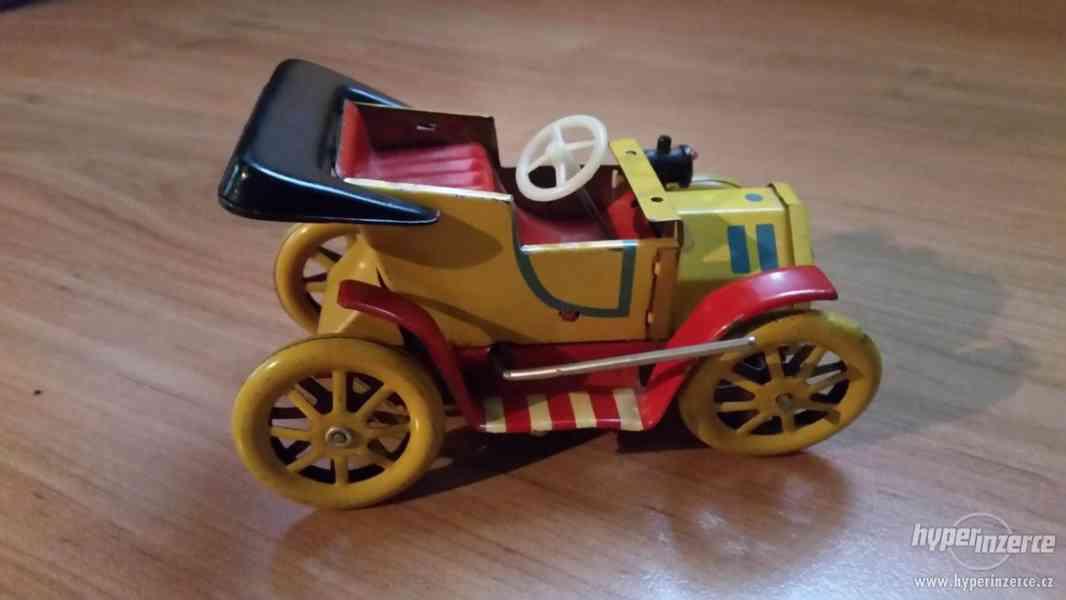 Staré plechové autíčko - veteránek - foto 2