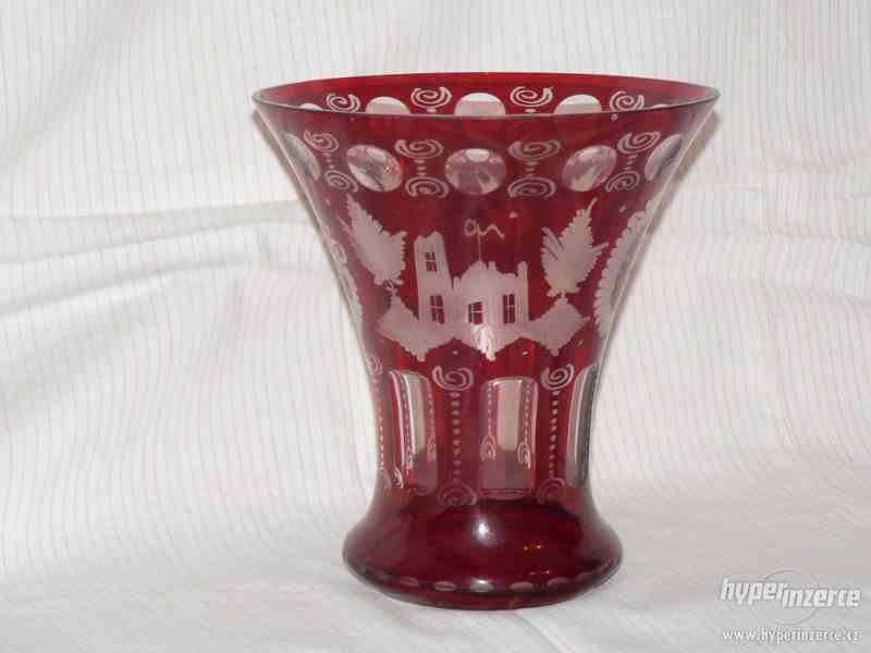 rubínové vázy