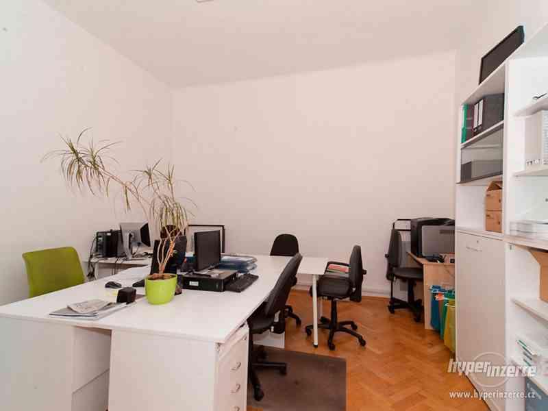 Recepční stůl v perfektním stavu + další kancelářský nábytek - foto 6