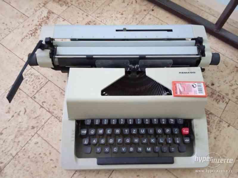 psací stroj REMAGG
