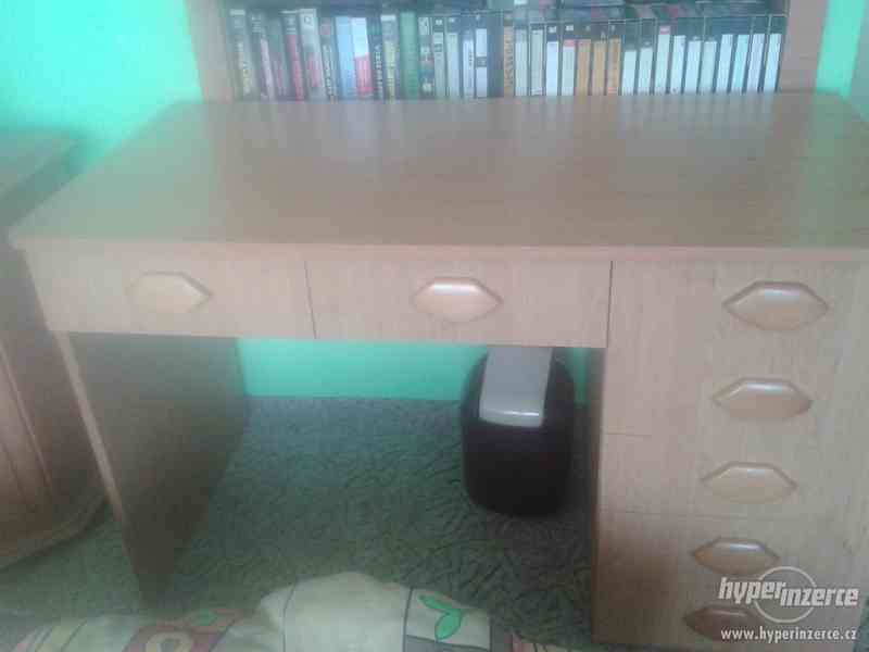 Prodám psací stůl