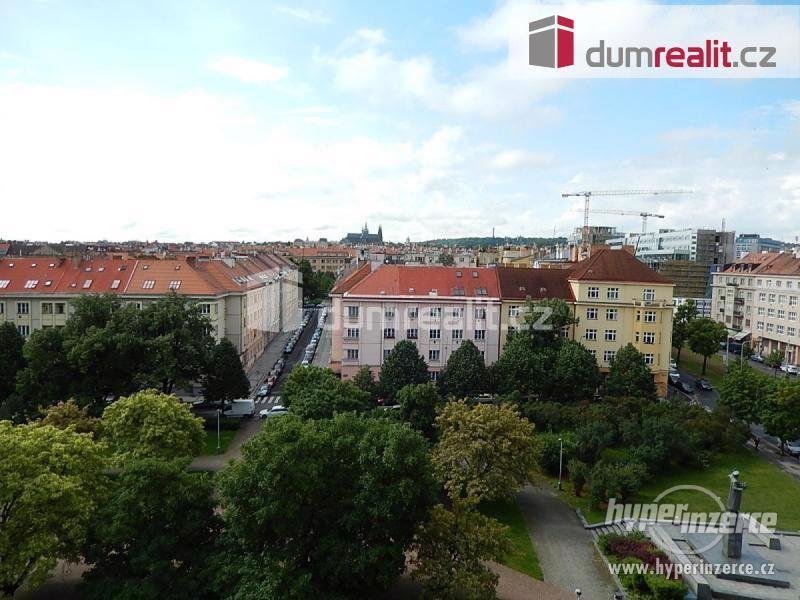 Světlý mezonetový byt 4+kk, 107 m2 + 2 x terasa (12,7 + 8 m2), 5.p, OV, cihla po rekonstrukci, Praha