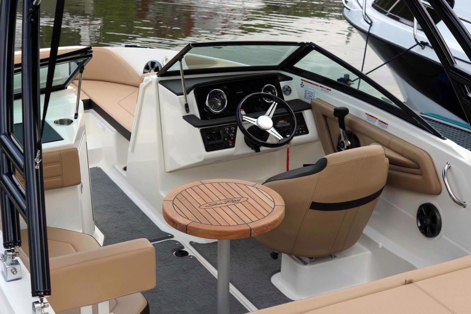 Pronájem sportovního luxusního člunu Sea Ray SPX 190 OB - foto 1