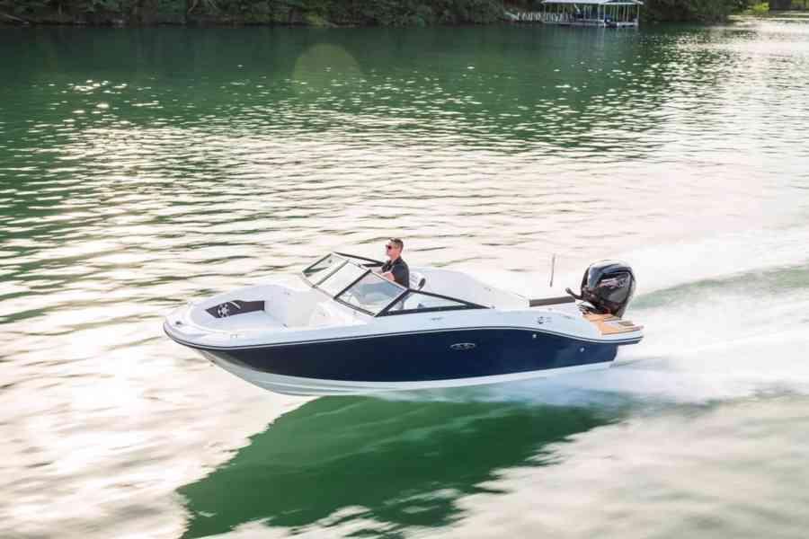 Pronájem sportovního luxusního člunu Sea Ray SPX 190 OB - foto 5