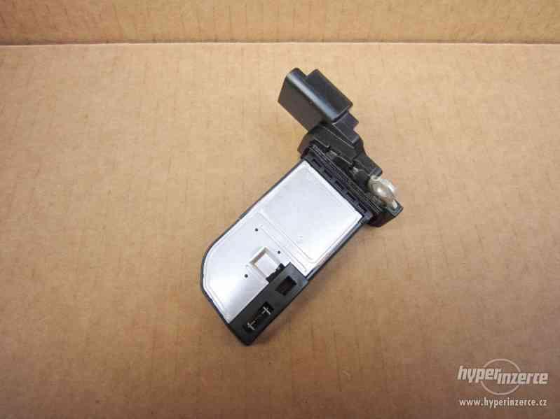 Vaha vzduchu 9677093080 Citroen Peugeot 1.6 HDI