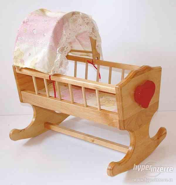 dětská dřevěná hračka kolébka pro panenky s nebesy
