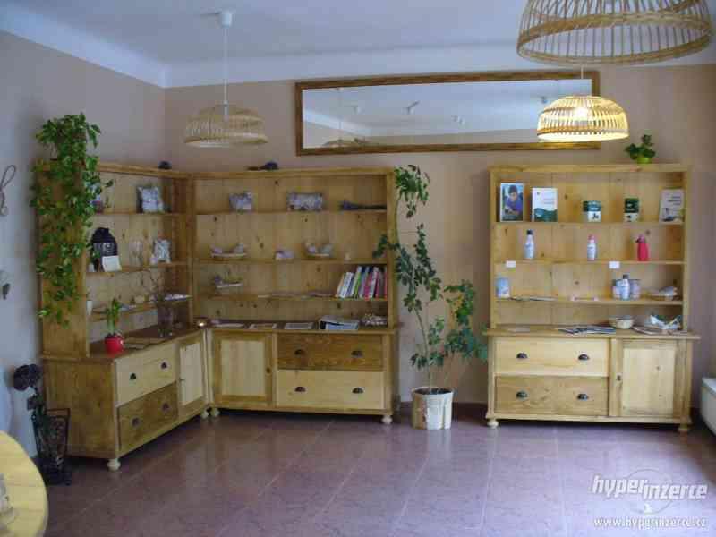 Prodám nové dřevěnné regálové skříně retro styl + dárek