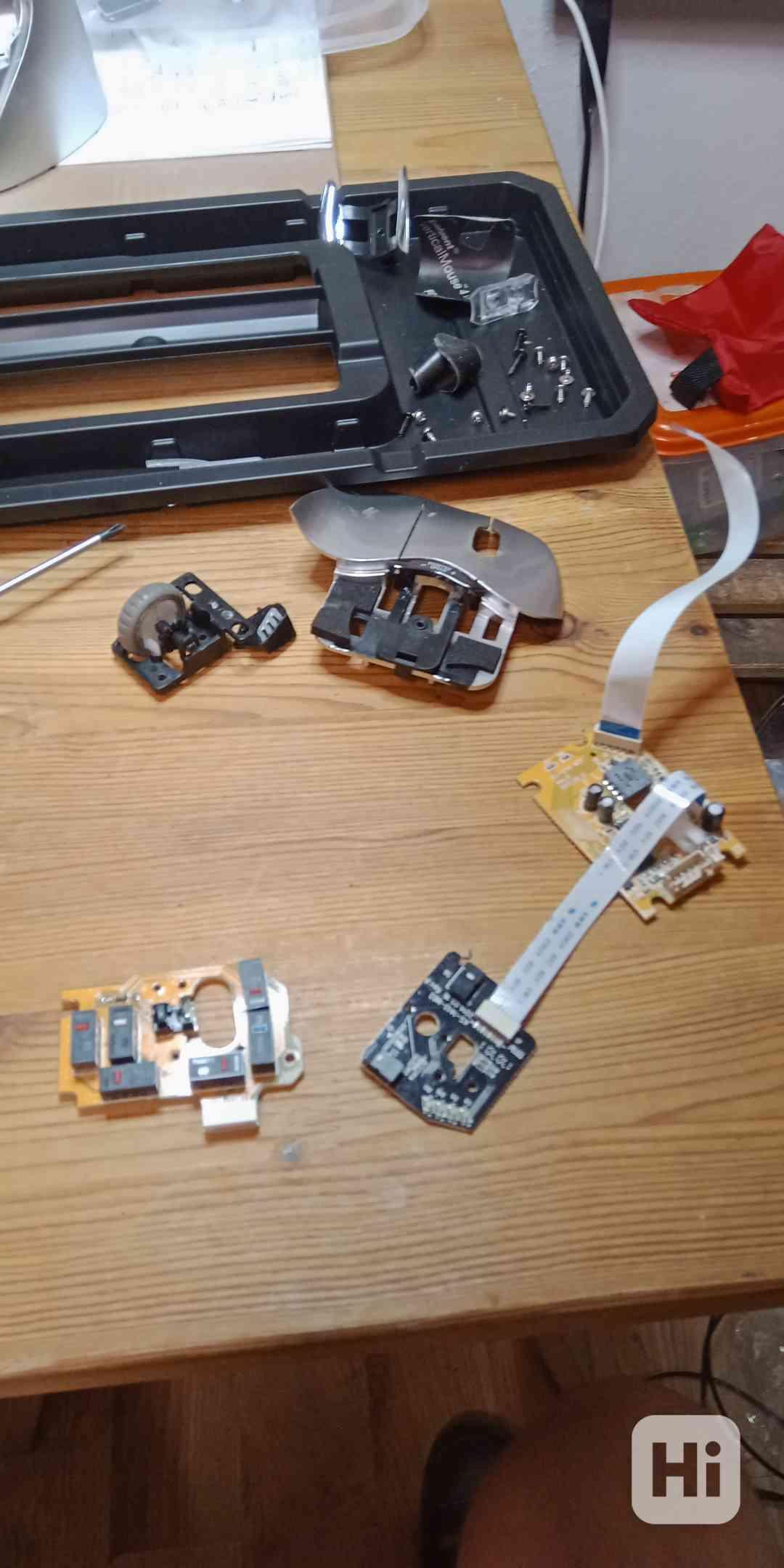 Oprava Tlačítka spínače Myši Evoluent 4 - foto 1