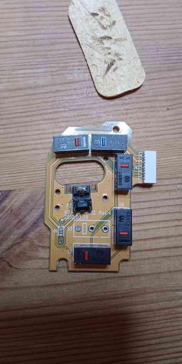 Oprava Tlačítka spínače Myši Evoluent 4 - foto 3