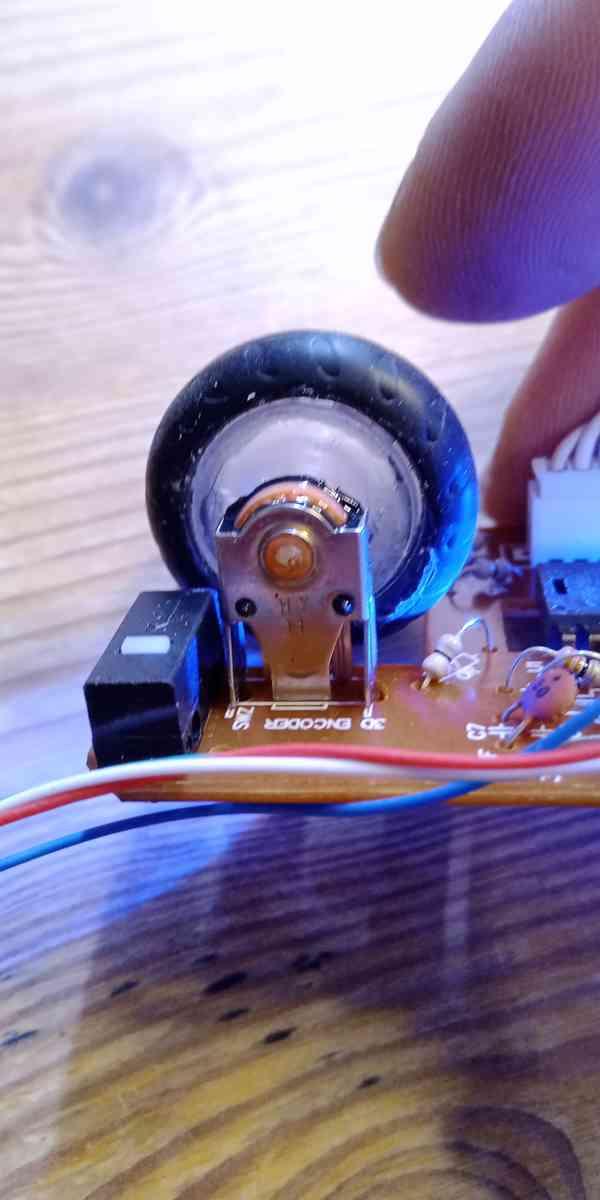 Oprava Tlačítka spínače Myši Evoluent 4 - foto 4