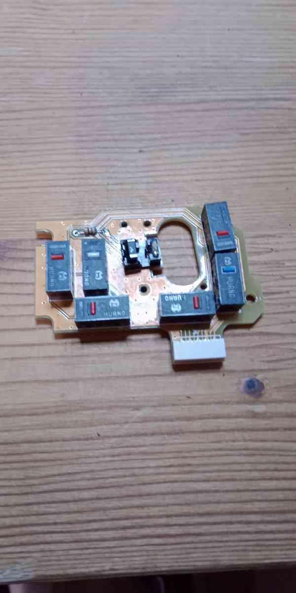 Oprava Tlačítka spínače Myši Evoluent 4 - foto 2