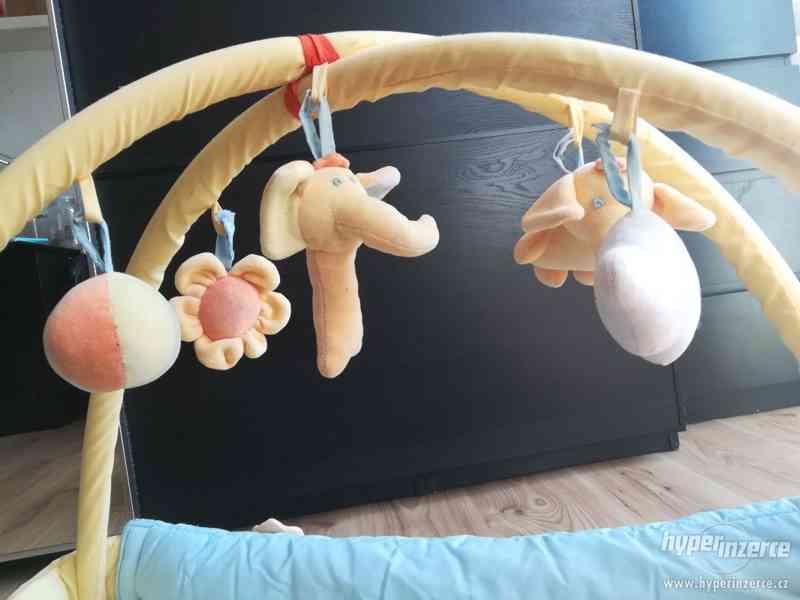 Dětská hrací deka s hrazdičkou Mata KOJEC - foto 2