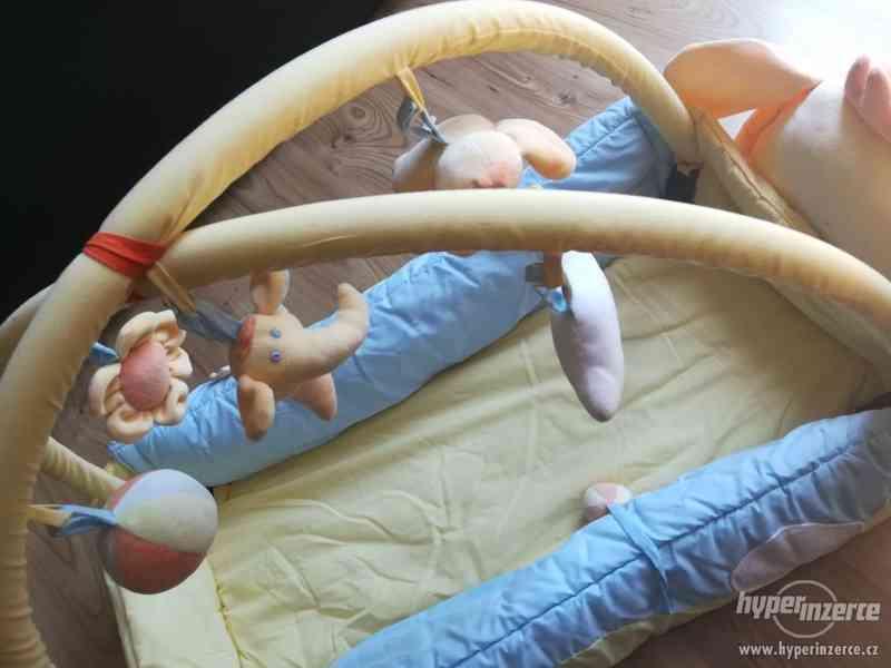 Dětská hrací deka s hrazdičkou Mata KOJEC - foto 4