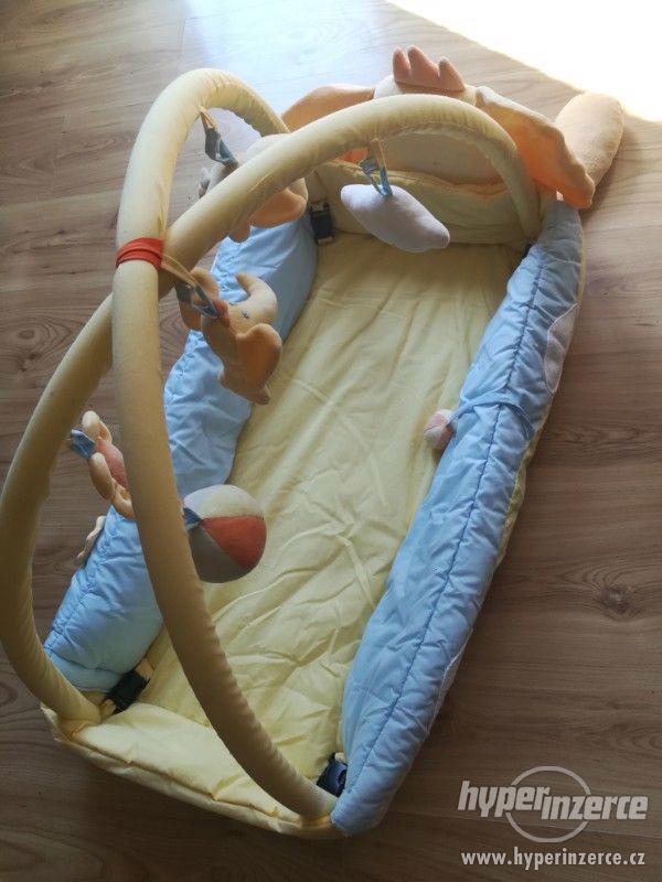 Dětská hrací deka s hrazdičkou Mata KOJEC - foto 5