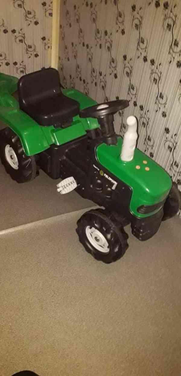 Slapaci Traktor  s přívěsem