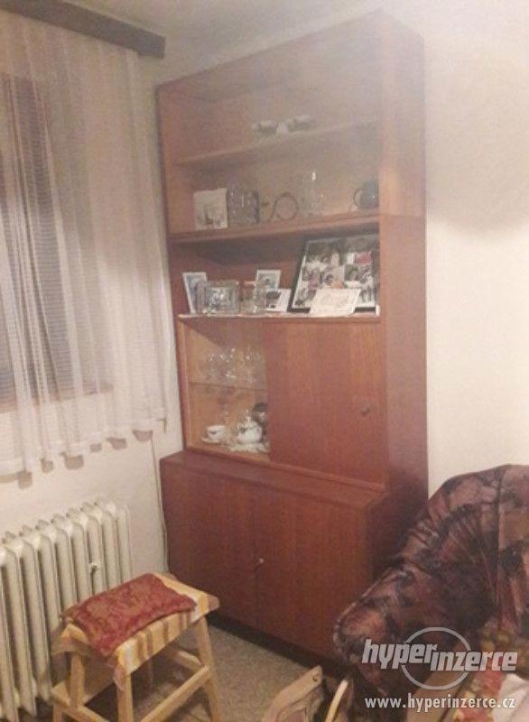 Nábytek ze staršího obývacího pokoje zdarma za odvoz