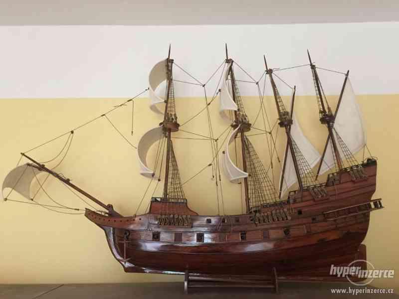 Dřevěný model námořní lodě