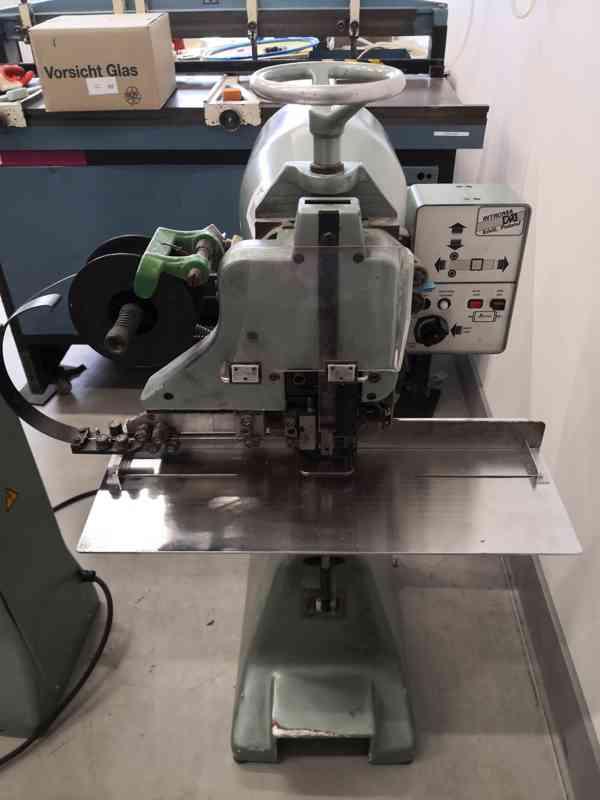 Drátošička / Drátovačka Introma ZD 2D - Stroj na šití drátem