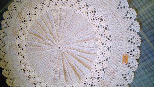 Ručně háčkovaný kobereček