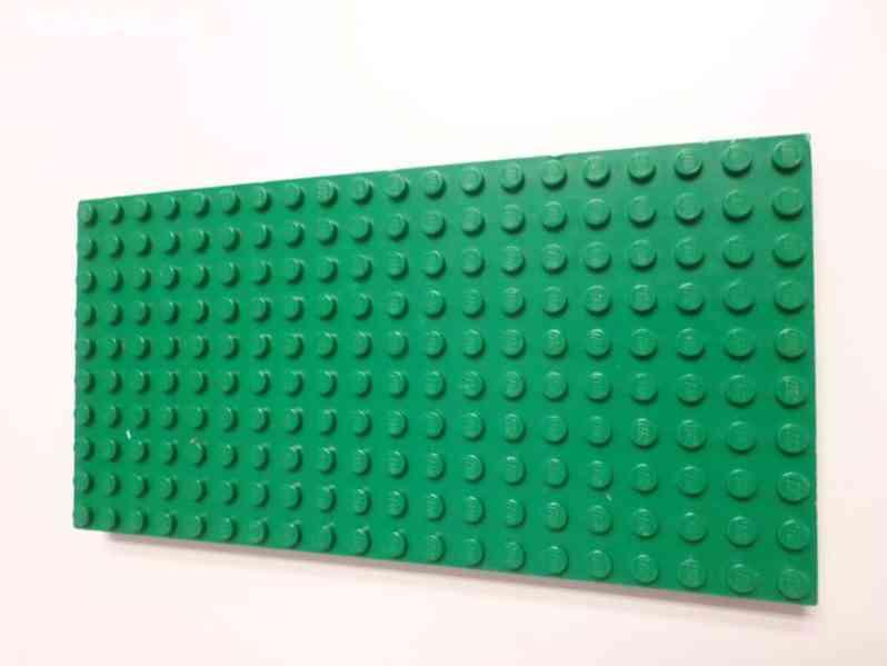 Lego desky (zelená, modrá, červená)