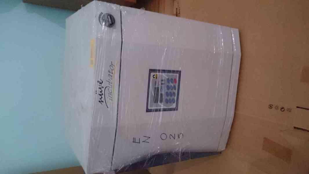 Prodej - teplotní inkubátor Nüve EN025