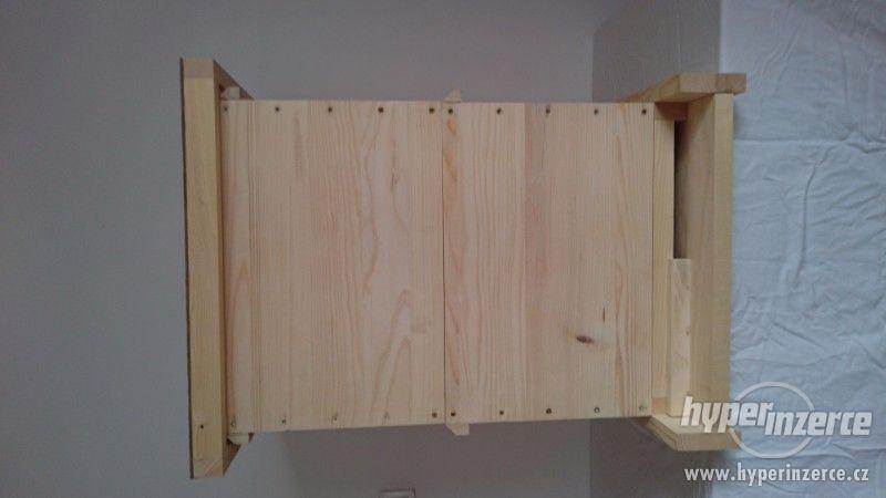 Včelařské zařízení a úly